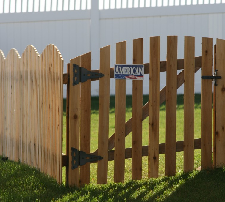 AFC Grand Island - Wood Fencing, 1019 Wood 4' overscallop Picket