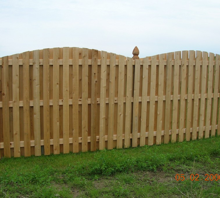 AFC Grand Island - Wood Fencing, 1048 1x4x4 Board on Board overscallop