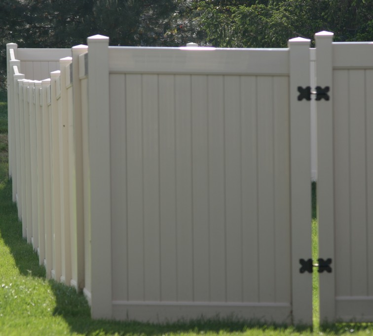 AFC Grand Island - Vinyl Fencing, 6' solid privacy (621)