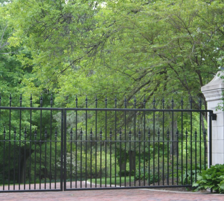 AFC Grand Island - Custom Gates, Estate Double Drive Gate With Alternating Pickets