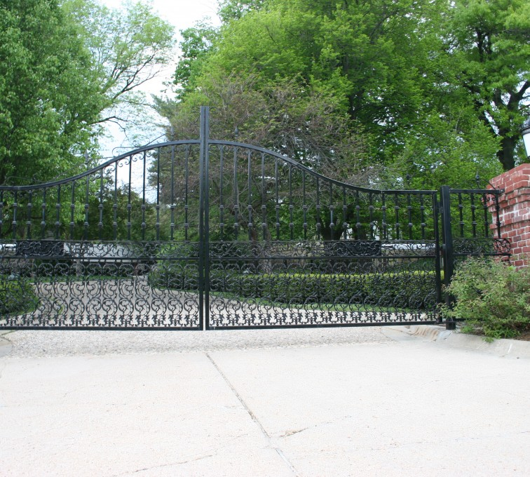 AFC Grand Island - Custom Gates, Overscallop Estate Double Drive Gate With Scroll Accent