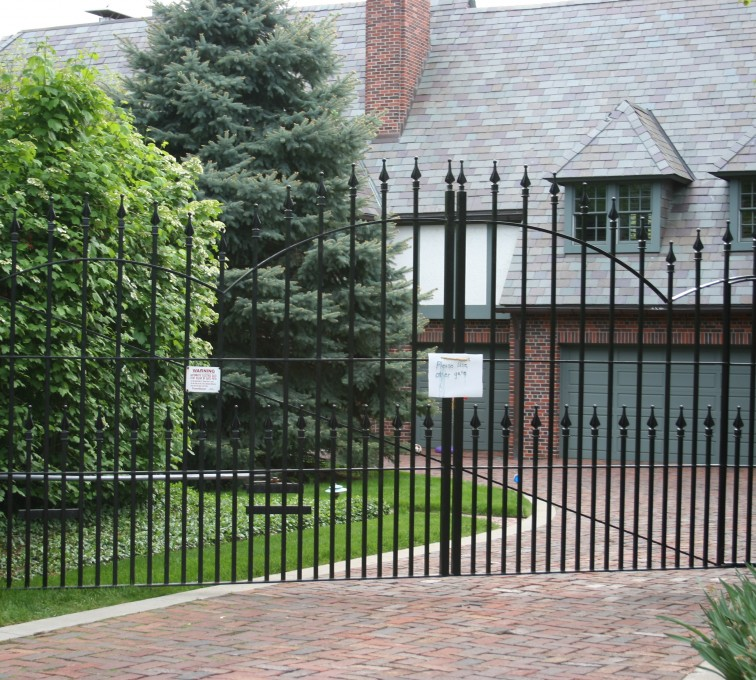 AFC Grand Island - Custom Gates,Overscallop Estate Gate With Puppy Accent