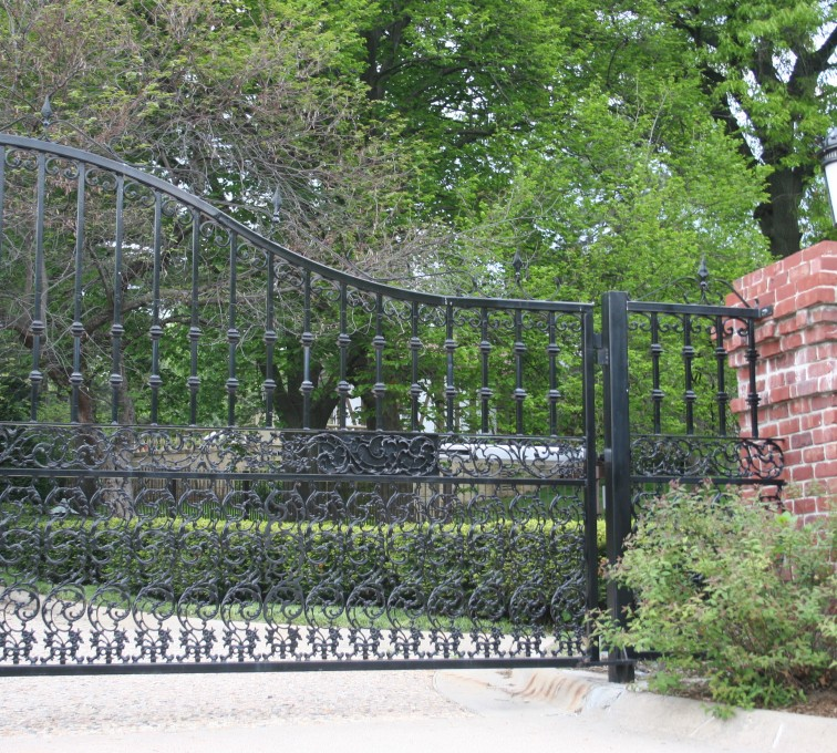 AFC Grand Island - Custom Gates,Overscallop Estate Gate with Scroll Accent At Bottom