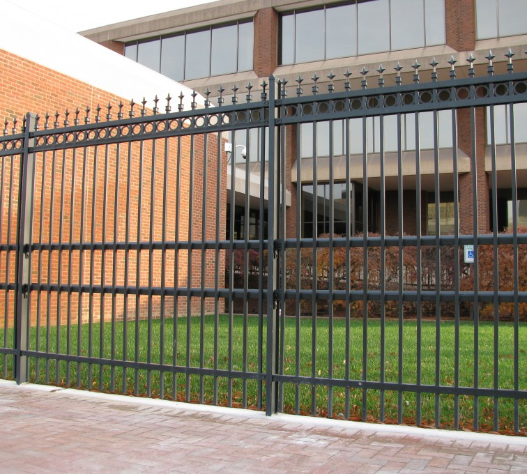 AFC Grand Island - American Ornamental Fencing, Alternating Picket with Rings & Finials